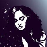 Sypialny dziewczyna portret, piękna marzy kobieta, nocne niebo, gra główna rolę Obrazy Stock