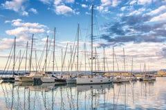 Syracuse Sicile - port de voiliers Images stock
