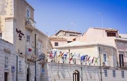 Syracuse, Sicily, Włochy †'august 12, 2018: stara ulica, fasady antyczni budynki w Ortygia Ortigia wyspie obraz stock