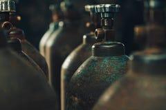 Syrecylindrar för gassvetsning arkivbild