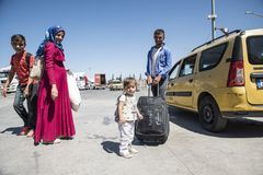 Syrian refugees entering Turkey Royalty Free Stock Photos