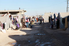 SYRIANSKA FLYKTINGAR I SURUC, TURKIET Arkivfoton