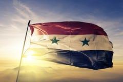 Syrii - Syryjska Arabska republika flaga państowowa tkaniny tekstylny sukienny falowanie na wierzchołku obrazy stock