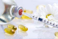 Syringe and pills Royalty Free Stock Photography