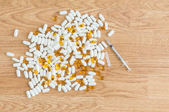 Syringe and pills Royalty Free Stock Photos