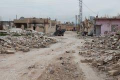 SYRISCHE ARMEE BOMBARDIERTES SEREKANIYE (RAS AL AYN) Lizenzfreies Stockfoto