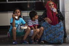 Syrische Flüchtlinge, die an den Straßen leben Lizenzfreie Stockfotografie