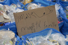 SYRISCHE FLÜCHTLINGS-FAMILIE KOMMT IN KOPENHAGEN AN Lizenzfreies Stockfoto