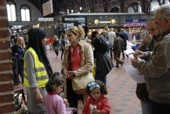 SYRISCHE FLÜCHTLINGS-FAMILIE KOMMT IN KOPENHAGEN AN Lizenzfreies Stockbild