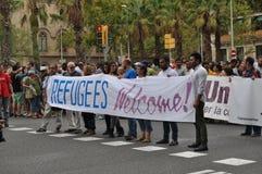 Syrische Flüchtlings-Krise - Pro-Flüchtlingsdemonstration in Barcelona, Spanien, am 12. September 2015 lizenzfreie stockfotos
