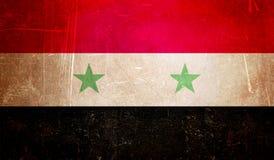 Syrische Flagge, Schmutzbeschaffenheitshintergrund mit Kratzern Lizenzfreie Stockfotos