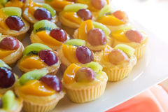 Syrlig blandad vaniljsås för ny frukt fotografering för bildbyråer