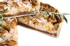 Syrlig kaka med äpplet och kanel Royaltyfria Foton