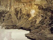 Syrlig sjö i krater av vulkan Poas Costa Rica royaltyfria foton