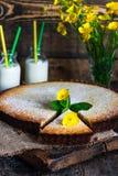 Syrliga citron och almon Royaltyfri Foto