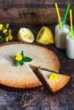Syrliga citron och almon Arkivbild