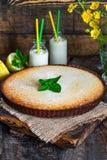 Syrliga citron och almon Arkivbilder