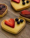 Syrliga hjärtaformvanilj och choklad Royaltyfri Foto