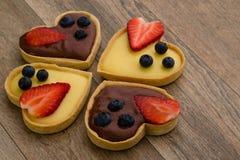 Syrliga hjärtaformvanilj och choklad Royaltyfria Bilder