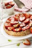 Syrliga jordgubbe och mandel Royaltyfria Foton