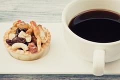 Syrliga kaffe och frukt för tappning svart Royaltyfri Foto