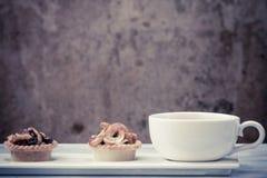 Syrliga kaffe och frukt för tappning svart Royaltyfri Fotografi