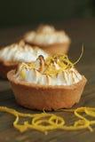 Syrliga maräng och citron Royaltyfri Foto