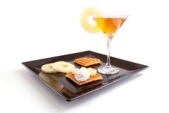 Syrliga skivor för ananas med drinken Arkivbilder