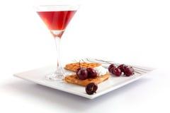 Syrliga skivor för Cherry med fruktsaft Arkivfoton