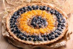 Syrligt med mandariner och tranbär på träbakgrund Fotografering för Bildbyråer