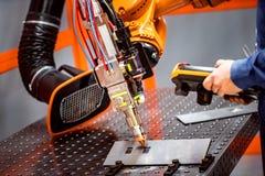 Système à distance robotique de coupe de laser de fibre Photos libres de droits