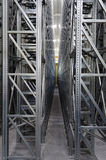 Système automatique d'étagères dans un entrepôt logistique Photographie stock