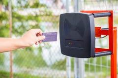 Système automatique d'entrée de parking Système de sécurité pour établir l'accès - arrêt de porte de barrière avec la cabine de p images libres de droits