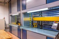 Système automatisé de stockage dans l'entrepôt Unité de stockage verticale de carrousel photographie stock libre de droits
