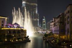 Système détenteur de record de fontaine réglé sur Burj Khalifa Photo libre de droits
