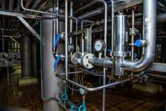 Système de canalisation avec des manomètres pour la pression de mesure dans le système de distribution Photographie stock