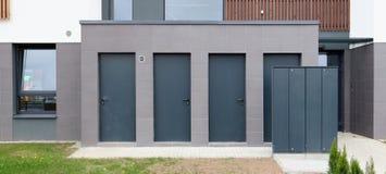 Système de distribution électrique moderne dans un bâtiment résidentiel Photographie stock