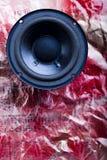 Système de haut-parleurs sur des notes Photo stock