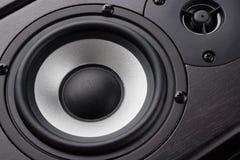 Système de multimédia en bois en plan rapproché noir haut-parleurs syst?me noir sonore de puissance ?lev?e images libres de droits