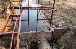 Système de réutilisation des terrains pour l'irrigation des champs image stock