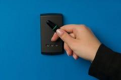 Système de sécurité électronique étant activé Photographie stock