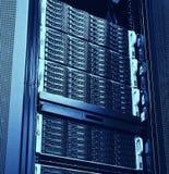 Système de stockage d'unité de disque dur dans le datacenter moderne Images stock