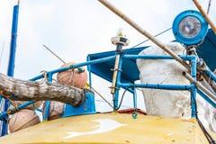 Système de VMS dans le bateau de pêche dans le port de Beruwala, Sri Lanka Images stock