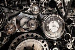 système et courroie de transmission de poulie sur un moteur diesel puissant image libre de droits