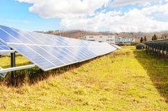 Système photovoltaïque - générateur électrique alternatif de source d'énergie images libres de droits