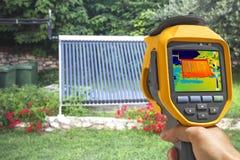 Système solaire de vide d'enregistrement avec l'appareil-photo thermique photos stock