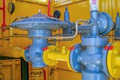 Systèmes sifflants, équipement industriel, intérieur - équipement de tuyau de station service photos libres de droits