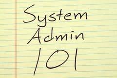 System Admin 101 auf einem gelben Kanzleibogenblock Lizenzfreies Stockfoto
