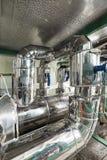 System av rörledningar av den industriella kyla kompressorn arkivfoto