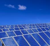 system för sun för gröna paneler för energi sol- Arkivfoto